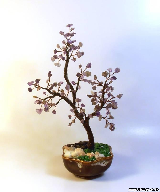 Предлагаем разнообразные изделия из бисера: деревья, цветы, сувениры, бижутерия.  В наличии и под заказ.